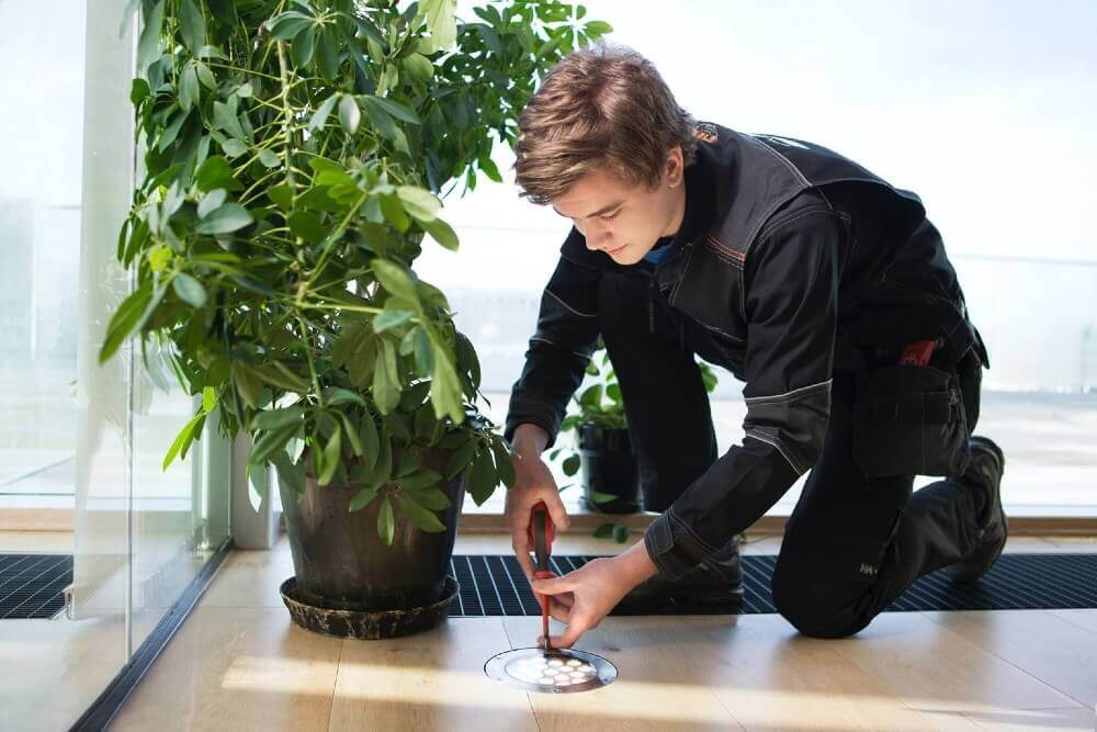 Berggård Amundsen man doing installation of electronical equitment