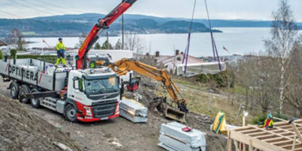 Unloading a truck at Optimera